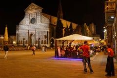 Santa Maria Novella kyrka och ställe vid natt Royaltyfria Bilder
