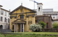 Santa Maria Podone-Kirche in Mailand, mit seinem Garten Lizenzfreies Stockfoto
