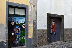 Santa Maria-Straße, gemalte Türen in der alten Stadt von Funchal, wütend Stockbilder