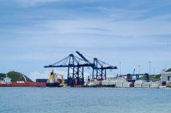 SANTA MARTA, KOLUMBIA PAŹDZIERNIK 19, 2017: Piękny schronienie widok z zbiorników statkami w porcie Santa Marta w Kolumbia Obrazy Stock