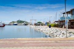 SANTA MARTA KOLUMBIA, PAŹDZIERNIK, - 21, 2017: Przesyła w Santa Marta, popularny karaibski miejsce przeznaczenia w północnym Kolu Zdjęcie Stock