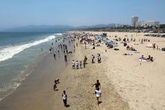 """Santa Monica Beach †""""ett underbart ställe för att koppla av eller att ha gyckel Ca Arkivbilder"""