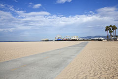 Santa Monica Beach Bike Path och pir Royaltyfri Foto