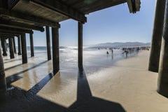 Santa Monica Beach California med vatten för rörelsesuddighet Royaltyfria Bilder