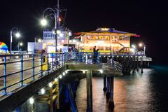 Santa Monica, Califórnia, EUA - 3 de janeiro de 2019: Santa Monica Pier na noite fotografia de stock