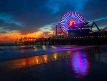 Santa Monica California solnedgång på det Pier Ferrys hjulet Royaltyfri Foto