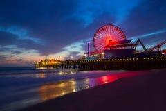 Santa Monica California solnedgång på det Pier Ferrys hjulet Royaltyfria Foton