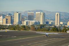 SANTA MONICA KALIFORNIEN USA - OKTOBER 07, 2016: flygplanparkering på flygplatsen Arkivbilder