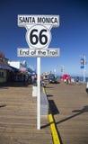 Santa Monica, Kalifornien, USA 5/2/2015, Route 66 -Zeichen Santa Monica Pier, Ende berühmter Route 66 -Landstraße von Chicago Stockbild