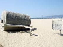 Santa Monica-Kunstwerkzeug, zum im Sand zu rollen lizenzfreie stockbilder