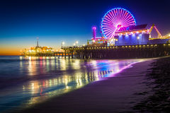 Santa Monica Pier en la noche Fotos de archivo libres de regalías