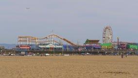 Santa Monica Pier famosa en Los Angeles - LOS ANGELES, los E.E.U.U. - 29 DE MARZO DE 2019 almacen de metraje de vídeo