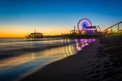Santa Monica Pier no por do sol foto de stock