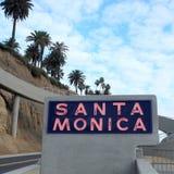 Santa Monica Sign i färg Royaltyfri Foto