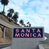 Santa Monica Sign na cor Foto de Stock Royalty Free