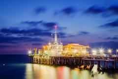 Santa Monicar molo przy półmrokiem Zdjęcia Royalty Free