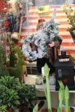 Santa no mercado imagens de stock royalty free