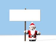 Santa no Pólo Norte que prende um grande sinal em branco Foto de Stock Royalty Free