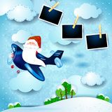 Santa nos quadros do avião e da foto, paisagem do dia imagens de stock royalty free