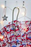 Santa pętaczki, stetoskop, boże narodzenia grają główna rolę i światła zdjęcie stock