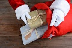 Santa Putting Packages no saco Imagem de Stock