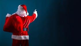 Santa que aponta no céu fotografia de stock