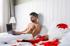 Santa que prepara-se para o Natal foto de stock royalty free
