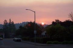 Santa Rosa - Larkfield-Wikiup, le feu de Bd. d'aéroport évacuation Photographie stock