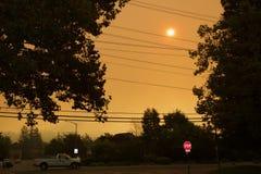 Santa Rosa - Larkfield-Wikiup, le feu de Bd. d'aéroport évacuation Images stock