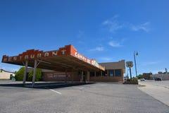 Santa Rosa som är ny - Mexiko, USA, April 25, 2017: Gammal bensinstation royaltyfri foto