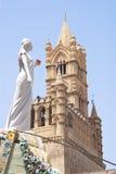 Santa Rosalia购物车在巴勒莫大教堂里  免版税库存图片