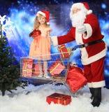 santa shopping Fotografering för Bildbyråer