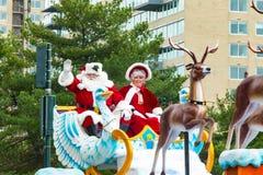 Santa in Sleigh nella parata annuale di Philly Immagine Stock