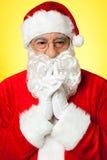 Santa som försöker att minnas hans gammala minnen Royaltyfri Foto
