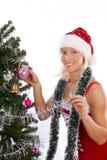 Santa sonriente atractivo cerca del árbol de navidad Foto de archivo
