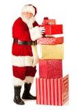 Santa: Stać Wielką stertą prezenty Fotografia Stock