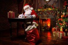 Santa sta funzionando Immagine Stock