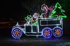 Santa Station - att gå till och med den lysande skärmen på Lincoln Park Zoo Royaltyfri Bild