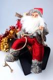 Santa sur un sac avec des cadeaux Photos libres de droits