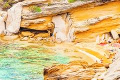 Santa Teresa Gallura, Italie - 9 septembre 2017 : Plage de Testa de capo chez Santa Teresa Gallura à la mer Méditerranée sur la S photographie stock libre de droits