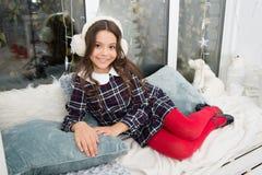 santa vänta Vinter Gullig flicka för litet barn med xmas-gåva lyckligt nytt år shoppa för jul Jul arkivfoto