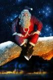 Santa y nieve en la noche Fotos de archivo libres de regalías