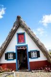 Santana in Madera è un bello villaggio sulla costa del nord è conosciuto dalle sue piccole case triangolari ricoperte di paglia Fotografie Stock