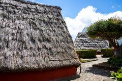 Santana in Madera è un bello villaggio sulla costa del nord è conosciuto dalle sue piccole case triangolari ricoperte di paglia Immagini Stock
