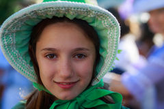 SANTANDER, ESPANHA - 16 DE JULHO: A menina não identificada, vestida do traje de período em uma competição do traje comemorou no  fotos de stock royalty free