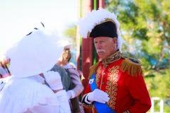 SANTANDER SPANIEN - JULI 16: Den oidentifierade gruppen av vuxna människor som kläddes av perioddräkten i en dräktkonkurrens, fir Royaltyfria Bilder