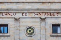 SANTANDER SPANIEN - mars 3, 2019 Fasad av h?gkvarteren av Banco Santander, i staden av det samma namnet Den Santander gruppen royaltyfri fotografi