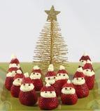 Santas φραουλών με το χριστουγεννιάτικο δέντρο στοκ φωτογραφίες