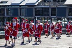 Santas van Sydney op een gang. Royalty-vrije Stock Foto