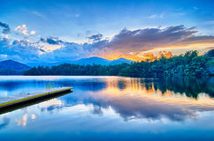 santeetlah del lago en las Grandes Montañas Humeantes Carolina del Norte Fotografía de archivo